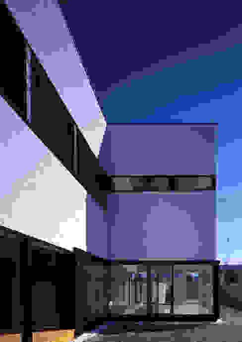 Modern houses by W.D.A Modern