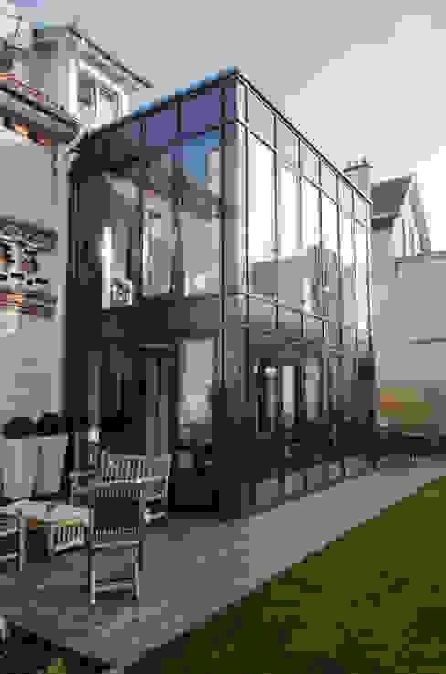 Murs rideaux sur 2 niveaux. Balcon, Veranda & Terrasse modernes par METALLERIE SCHAFFNER Moderne