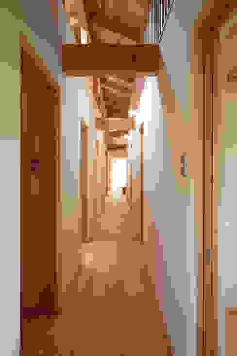 廊下: 青木昌則建築研究所が手掛けた廊下 & 玄関です。,和風