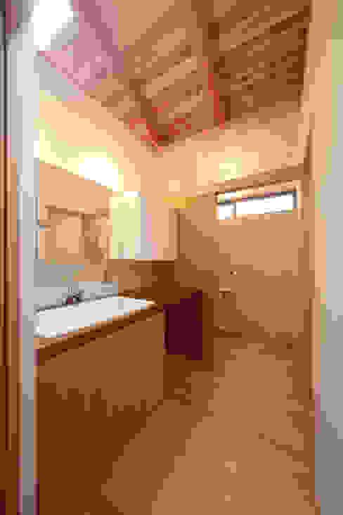 洗面脱衣: 青木昌則建築研究所が手掛けた浴室です。,和風