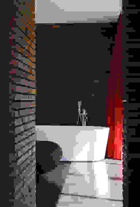 Maison bois et paille Salle de bain moderne par Gallet - Architectes Moderne