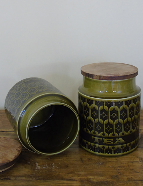 Retro Green Tea & Coffee Containers (pair) por homify Eclético