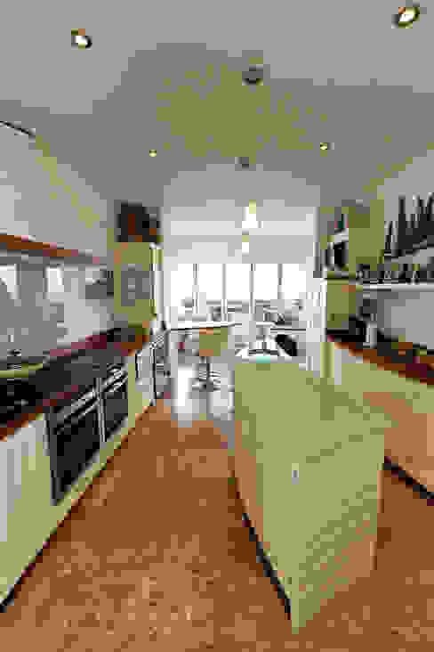 Aquamarine Кухня в классическом стиле от Thoroughly Wood Классический