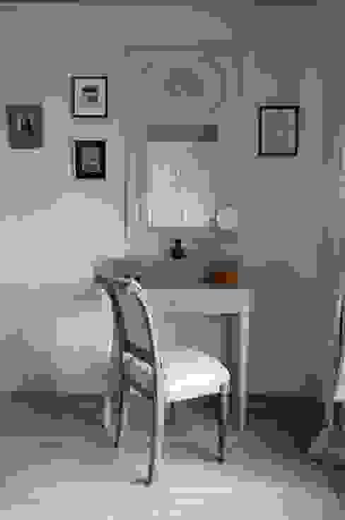 Светлая квартира Спальня в стиле модерн от ANIMA Модерн