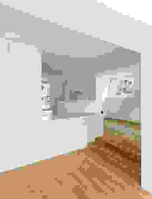 Wohnhaus in Kilchberg Klassische Küchen von Frei + Saarinen Architekten Klassisch
