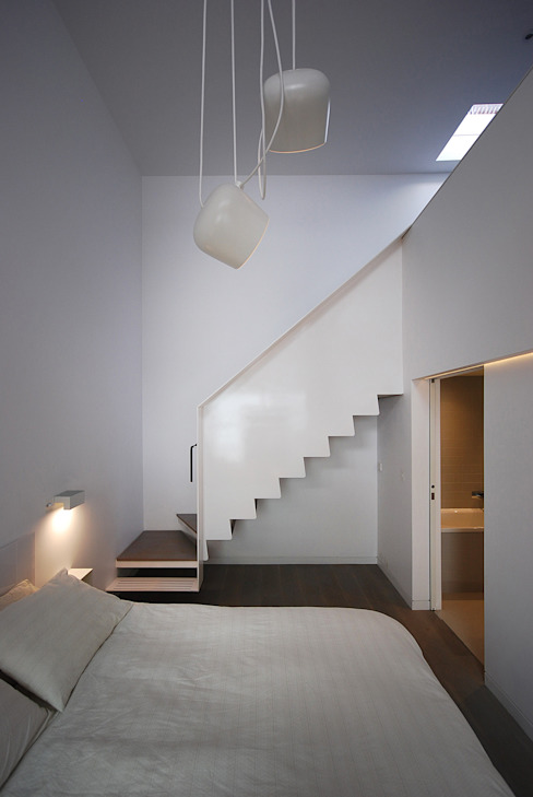 Feature Staircase Modern Corridor, Hallway and Staircase by homify Modern