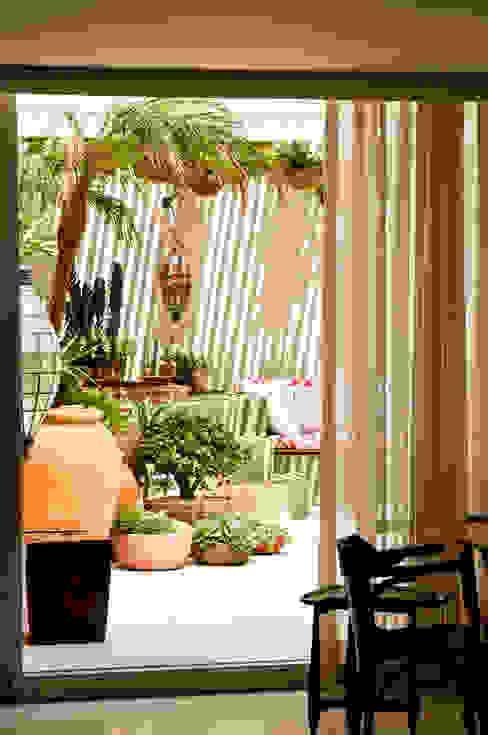 Jardines de estilo ecléctico de CARMELLO ARQUITETURA Ecléctico