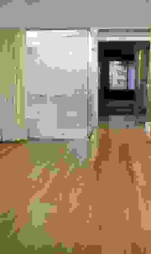 プラス・ワンルーム: 大成優子建築設計事務所が手掛けた浴室です。,モダン