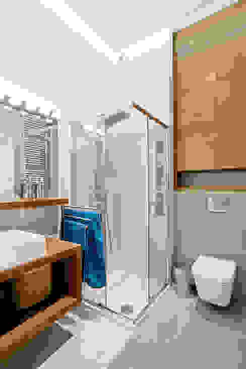 Realizacja projektu mieszkania 70 m2 w Krakowie Nowoczesna łazienka od Lidia Sarad Nowoczesny