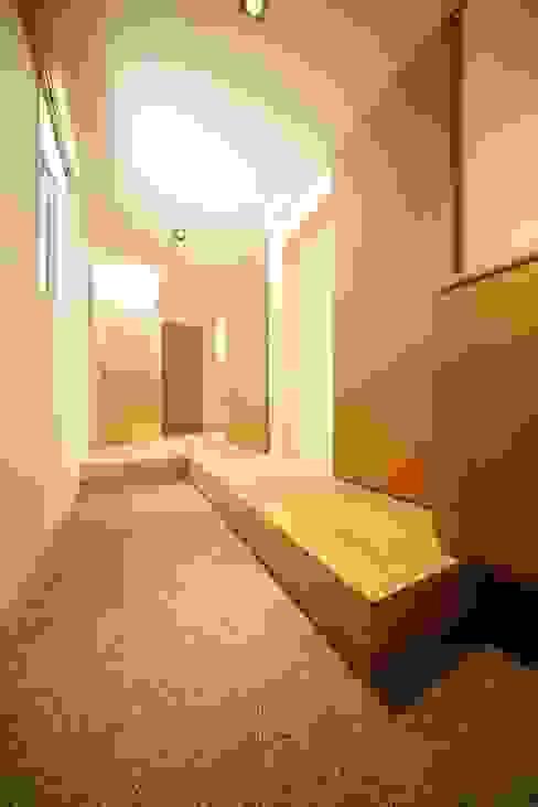 玄関/廊下: 有限会社クリエデザイン/CRÉER DESIGN Ltd.が手掛けた廊下 & 玄関です。,モダン