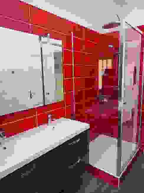 Banheiros modernos por agence MGA architecte DPLG Moderno