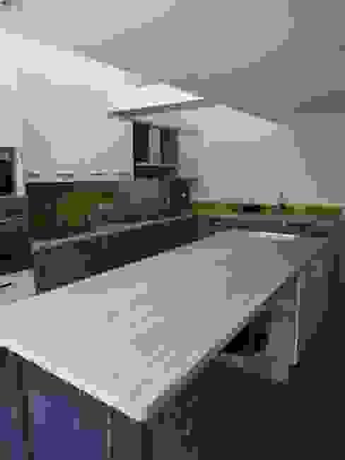 Maison agrandie et rénovée de tous cotés Cuisine moderne par agence MGA architecte DPLG Moderne