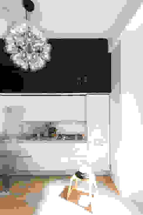 Cocinas de estilo moderno de Studio Tenca & Associati Moderno