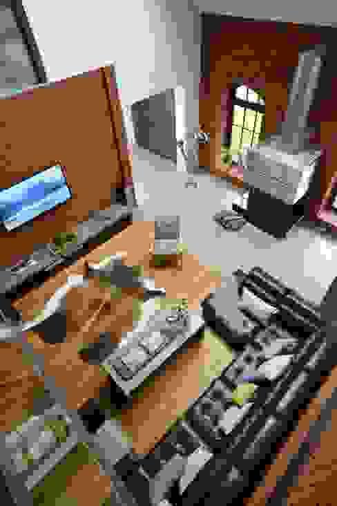 Jak stara fabryka w sercu lasu RAJEK Projektowanie Wnętrz Industrialny salon
