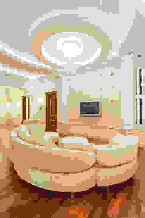 Резиденция в Горках 8 Гостиная в классическом стиле от дизайн-студия ZE-MOOV Классический