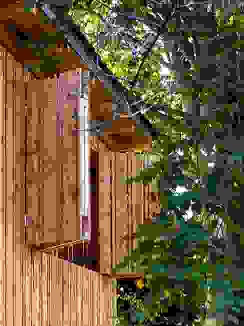 Rustykalny garaż od tillschweizer.co Rustykalny