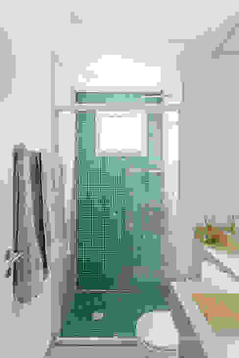 Minimal style Bathroom by MARCY RICCIARDI ARQUITETURA & INTERIORES Minimalist