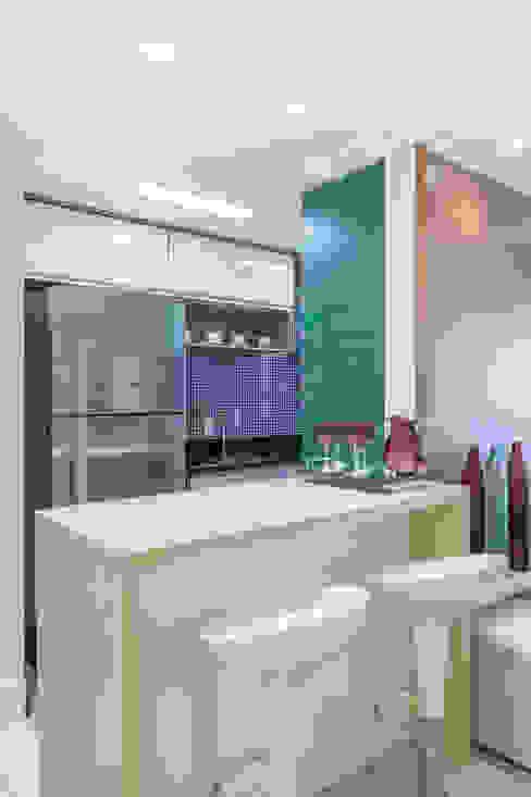 MARCY RICCIARDI ARQUITETURA & INTERIORES Cucina minimalista