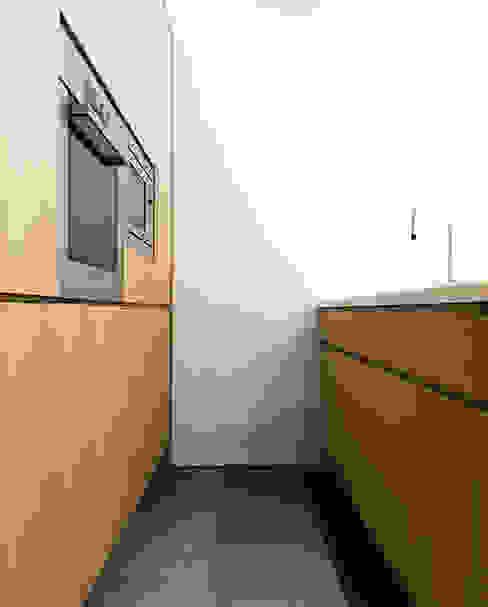 Casa RC Cucina minimalista di (dp)ªSTUDIO Minimalista