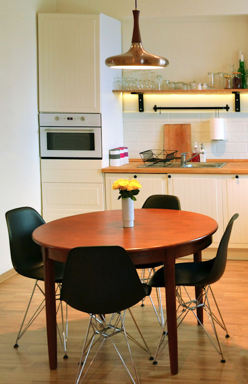 Round table Scandinavian style kitchen by homify Scandinavian