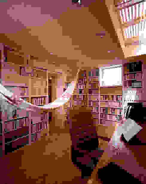 書斎: 久保田章敬建築研究所が手掛けた和室です。,モダン