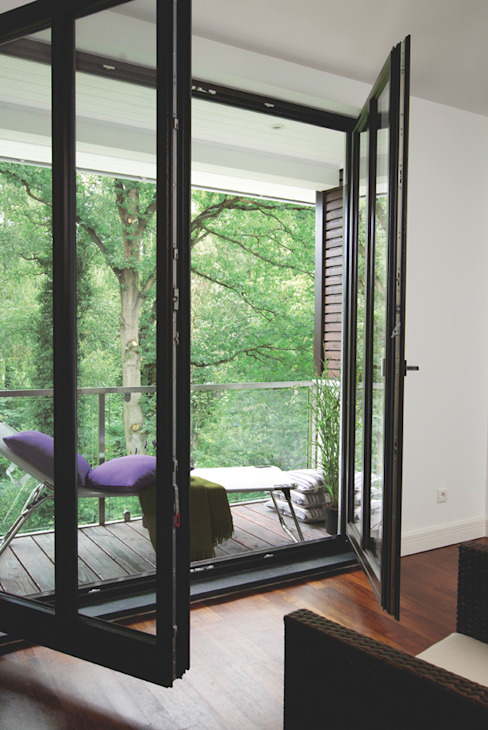 Balcones y terrazas modernos: Ideas, imágenes y decoración de Haacke Haus GmbH Co. KG Moderno