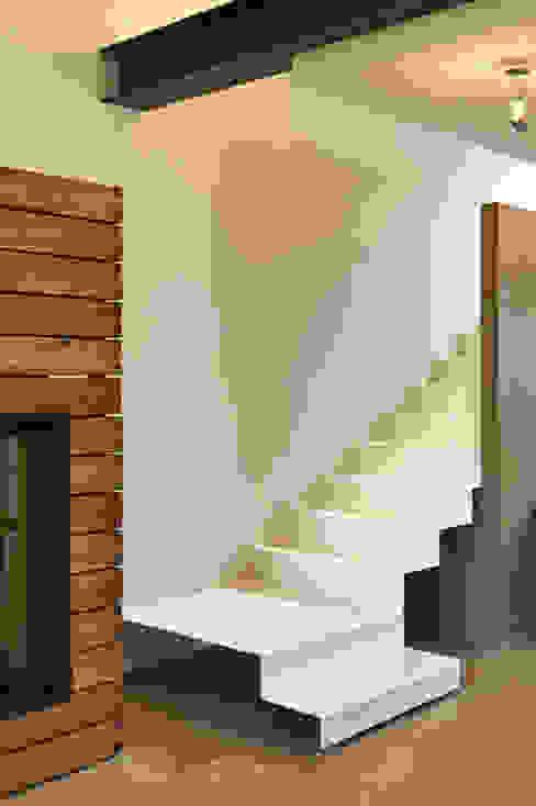 Pasillos, vestíbulos y escaleras minimalistas de Studio ARTIFEX Minimalista