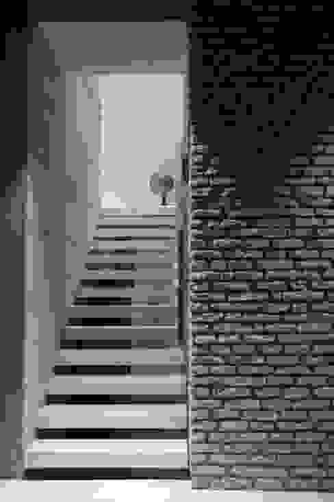 Abitazione privata Pareti & Pavimenti in stile moderno di Giraldi Associati Architetti Moderno