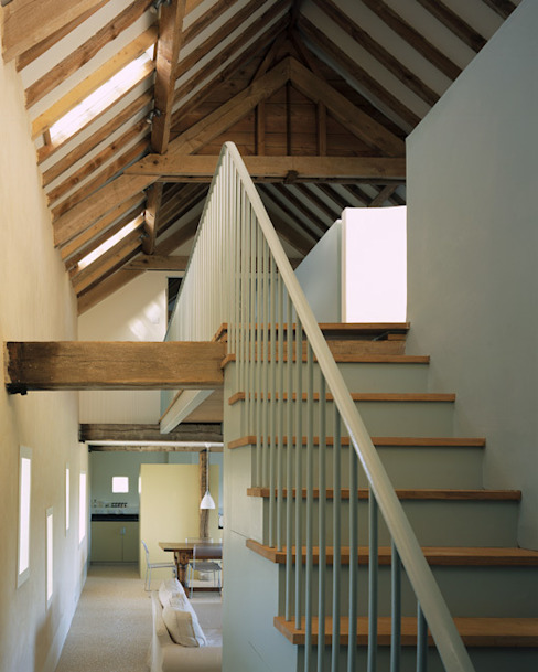 Quaker Barns Hudson Architects Classic style corridor, hallway and stairs