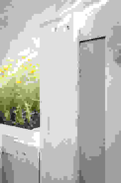 Balconies, verandas & terraces  by exTerra | Consulenze ambientali e Design nel verde,