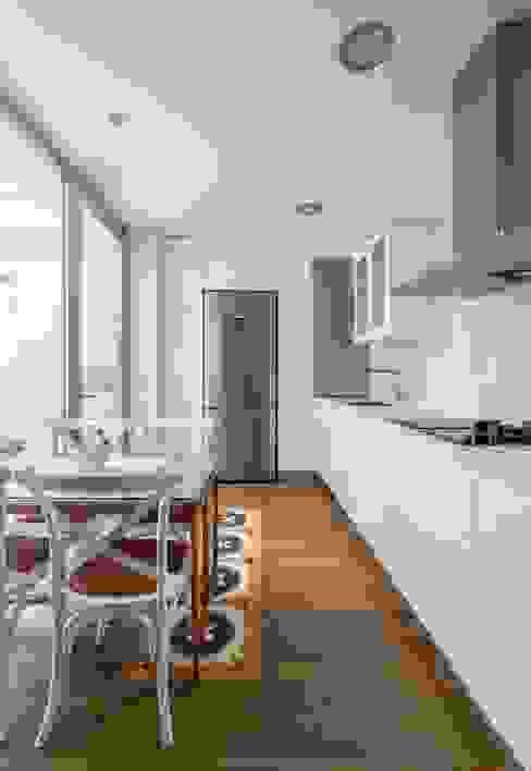 Cocinas modernas de LLIBERÓS SALVADOR Arquitectos Moderno