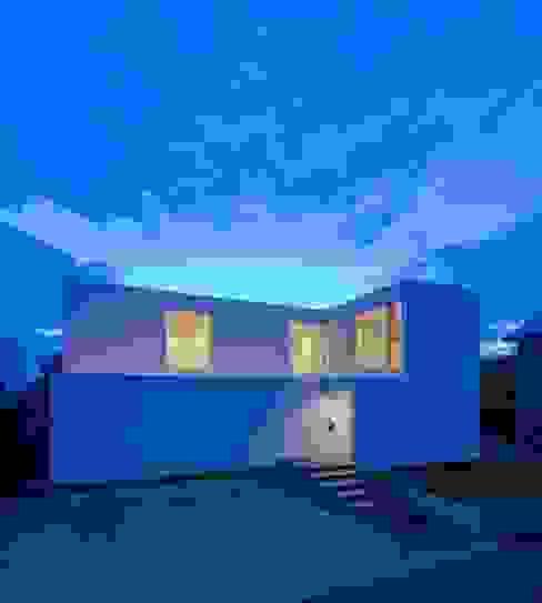 3×10 Court house 外観: e do design 一級建築士事務所が手掛けた家です。,モダン