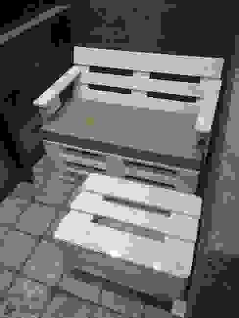 Диван и журнальный столик на балкон от WoodMorning!_pallet joinery Лофт