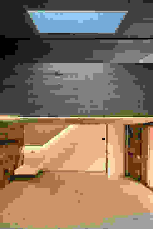 Casa S1 Pasillos, vestíbulos y escaleras de estilo rural de bellafilarquitectes Rural