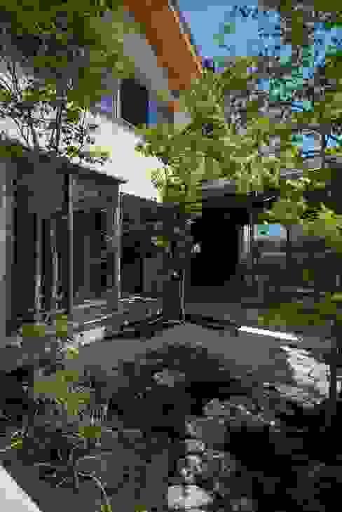 留木の家: 神谷建築スタジオが手掛けた庭です。,オリジナル