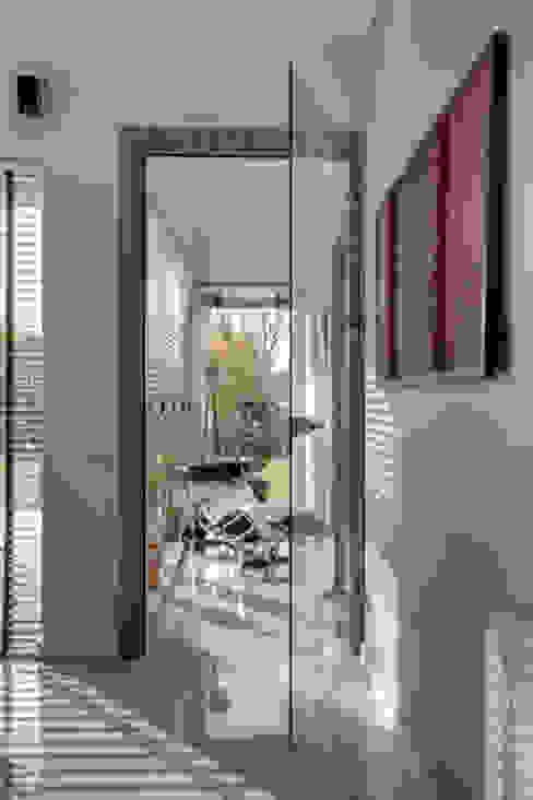 Aneks salonu przy gabinecie Nowoczesny salon od Anna Kukawska - Architekt Nowoczesny