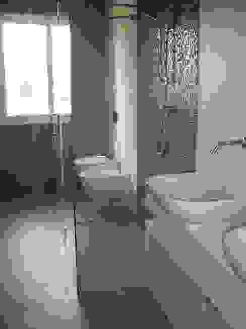 Piatto box doccia su misura Bagno moderno di SILVERPLAT Moderno