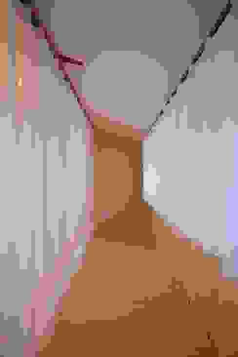 ロフト カーテン オリジナルデザインの 多目的室 の studio juna オリジナル