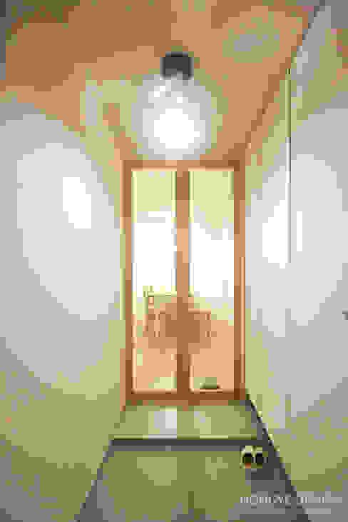Koridor dan lorong oleh 홍예디자인