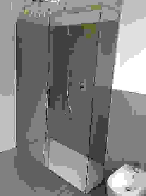 Box doccia scorrevole Bagno moderno di SILVERPLAT Moderno