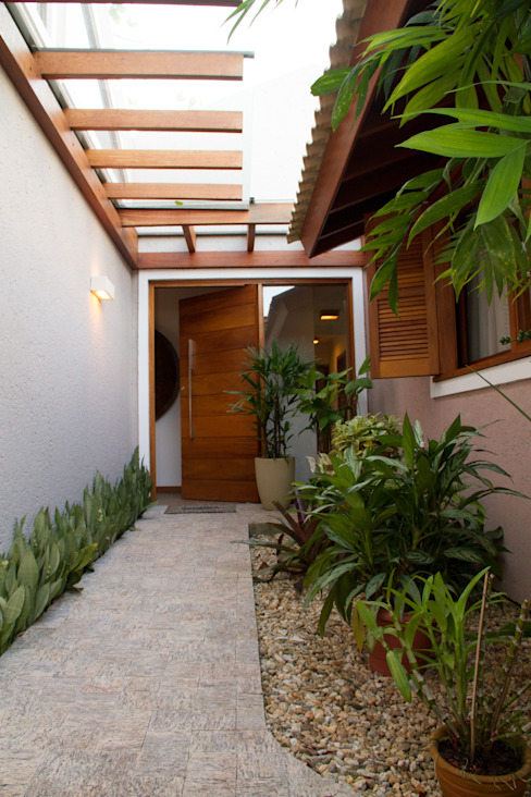 Pasillos, vestíbulos y escaleras rústicos de Espaço do Traço arquitetura Rústico
