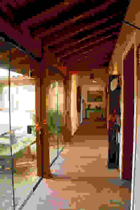 Rustic style corridor, hallway & stairs by Espaço do Traço arquitetura Rustic