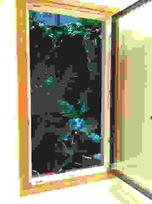 Patios interiores en Hotel Margot Barcelona Balcones y terrazas tropicales de Asilvestrada Tropical