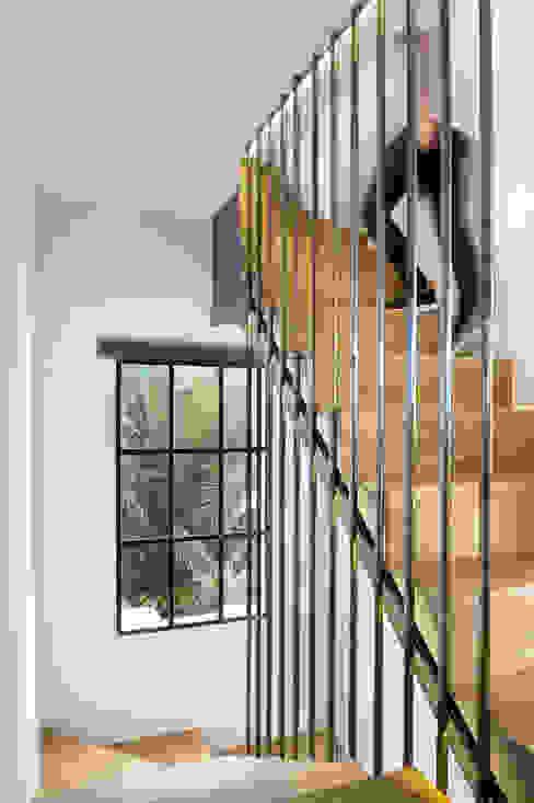 Pasillos, vestíbulos y escaleras modernos de Egue y Seta Moderno