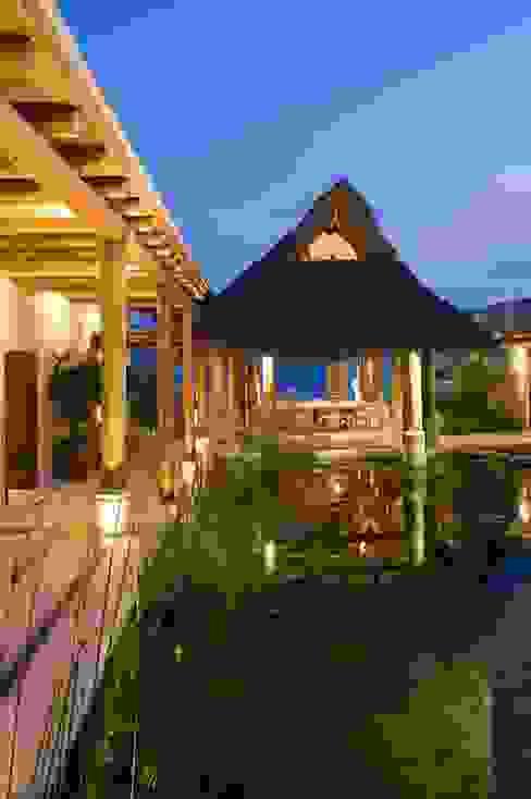 Casa Koi Casas tropicales de BR ARQUITECTOS Tropical