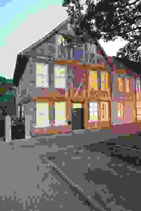 Umbau und Sanierung eines denkmalgeschützten Fachwerkhauses / Barock und Gegenwart Ausgefallene Häuser von Bussemas Architekten Ausgefallen