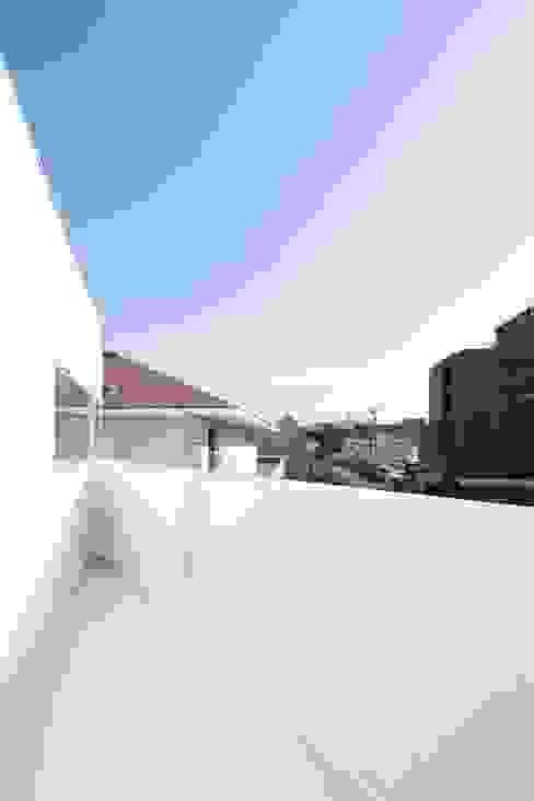 sha-la Balcony モダンデザインの テラス の e do design 一級建築士事務所 モダン