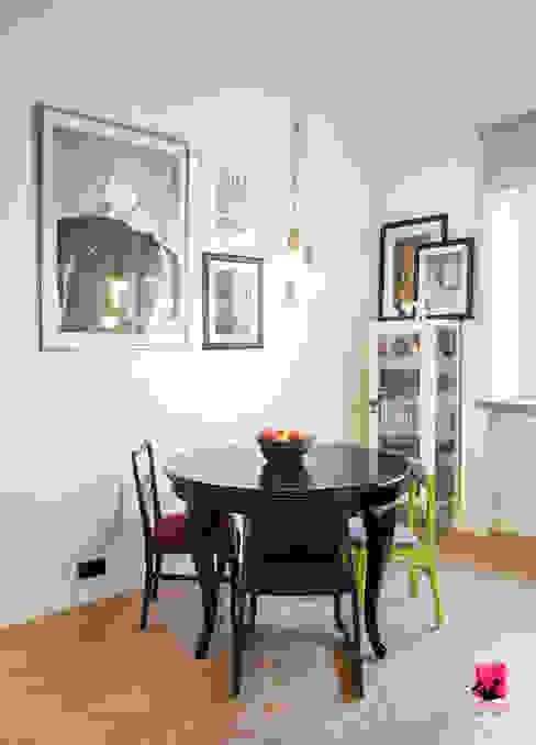 Salon z aneksem kuchennym Eklektyczna jadalnia od Pink Pug Design Interior Eklektyczny