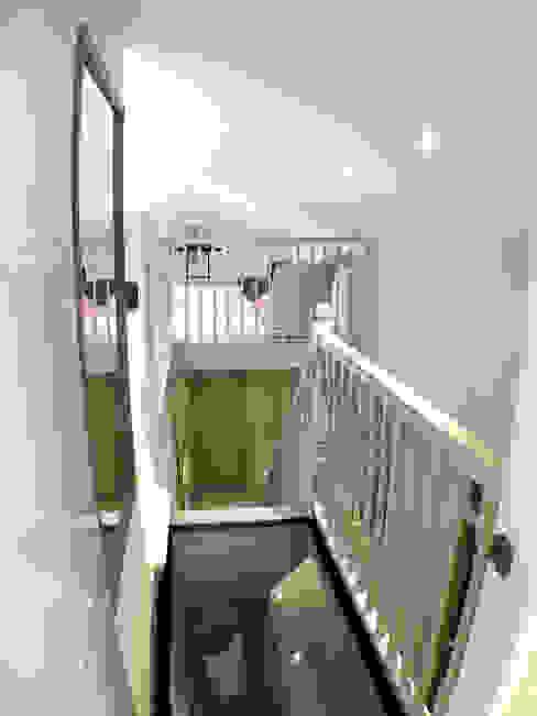 Staircase GK Architects Ltd Corridor, hallway & stairsAccessories & decoration