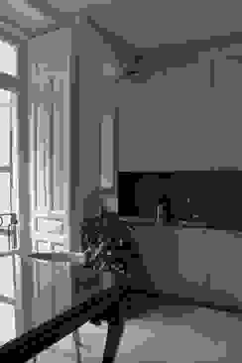 Cocina Cocinas de estilo moderno de CYL estudio Moderno Derivados de madera Transparente